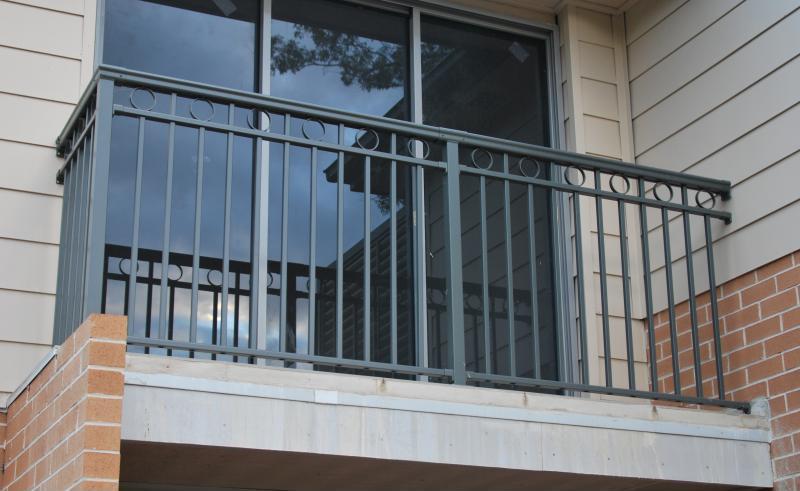 阳台护栏厂家如何选择?