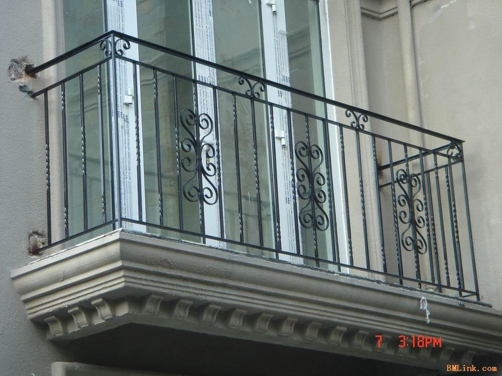 阳台护栏的材质如何选择